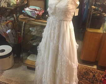 Darling 1950s Bridal Gown Dress: Cake-like