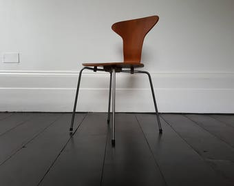 A vintage Danish 'Mosquito' chair by Arne Jacobsen for Fritz Hansen. 1955.