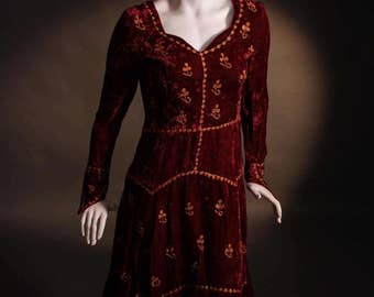 Vintage 1970's Medieval Style Indian Hippy Maroon Crushed Velvet Embroidered Handkerchief Hem Midi Dress UK Size 8