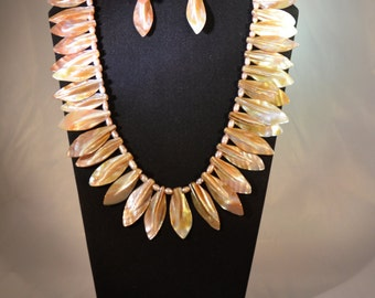 Beautiful Mother of Pearl necklace set