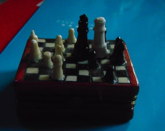 Chess Game trinket box with queen and king trinkets