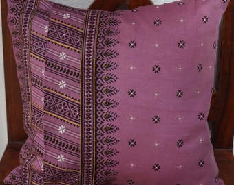 Trichy series 5: cover cushion 40x40cm (16 x 16), cotton old rose color, black and white patterns, vintage sari.