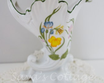 Petite Vintage Mid Century 1970's Porcelain Fine China Cornucopia Vase by  Mann Japan  Home & Garden Vessel Iris Flower Japan  Retro