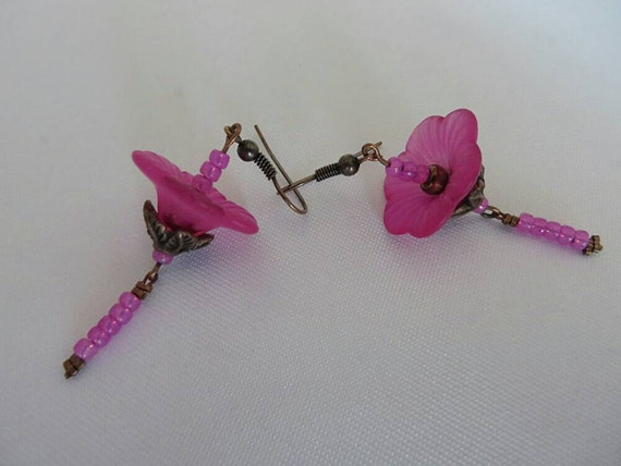 With flowers color fuchsia and copper earrings