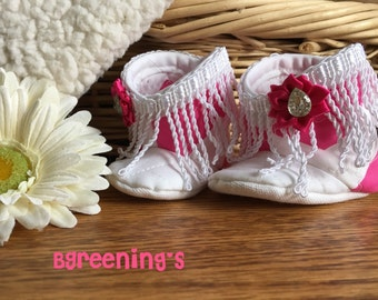 pink fringe print baby shoes, pink baby boots, new baby gift, pink and white baby shoes, handmade baby boots, baby shower gift, baby shoes