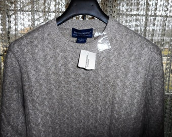 100% Cashmere Sweater      by DAVIS & SQUIRE      Size Large   Never Worn,    Still With Tags on it