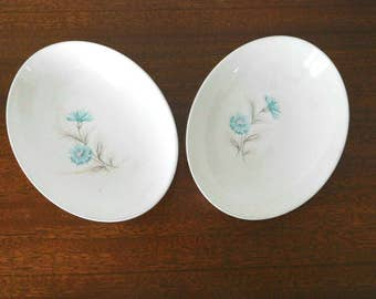 Taylor Smith Taylor vintage 1950s serving bowls in BOUTONNIERE pattern with cornflower