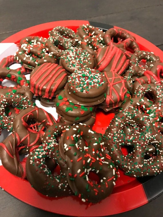 Christmas Chocolate Covered Pretzel and Oreo Tray