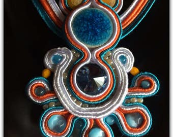 Necklace and pendant Soutache viscose made in France.