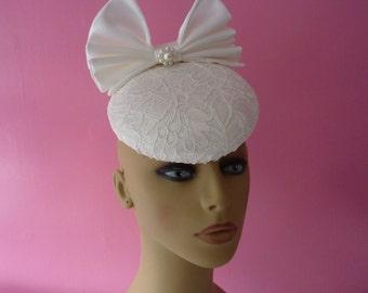 Ivory fascinator - Wedding - Mother of Bride - Ascot - Races - cream - ivory - hat - percher - wedding fascinator - headpiece - hatinator
