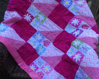 Pink Baby Quilt/ Handmade Baby Quilt/ Quilt Flowers/ Baby Girl Quilt/ Crib Quilt Handmade/ Patchwork Quilt Pink/ lap quilt