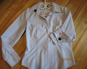 Chemise bleue pâle petite avec le pronom ille