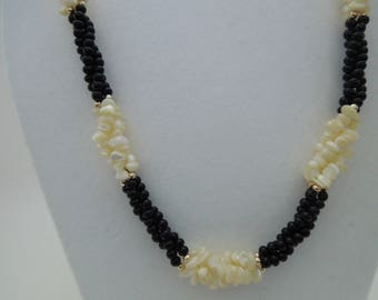 Necklace mother of pearl chips twisted rope