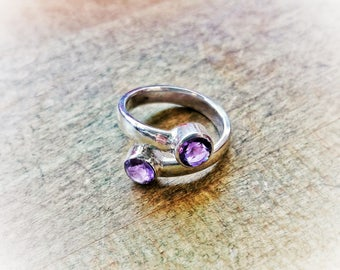 Size 5 sterling silver ring with 2 amethysts