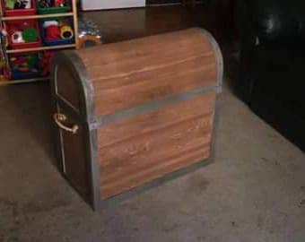 Toy treasure chest
