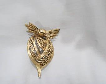 Vintage Hattie Carnegie brooch