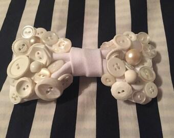 Button bow