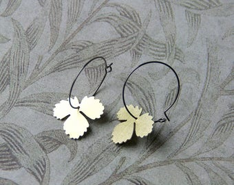 Floral earrings / Creole crafted in brass