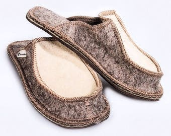 Men's felt Slippers, made in Russia, 100% wool Slippers with a closed toe.