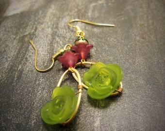 Green Lucite Flower earrings, green lucite earrings, Green Earrings, Green flower earrings, gold earrings, flower earrings