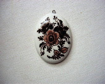 Lovely Vintage Porcelain Flower Deisgned Pendant