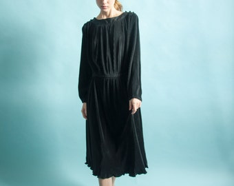 black micropleat dress / little black midi dress / epaulet midi dress / s / m / 872d / B3