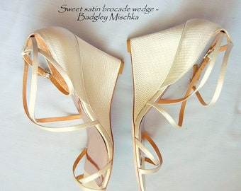 WEDDING Perfect Strappy Ivory White Satin Wedge Shoes / size 7 .5  Eu 38 UK 5 / High Heels Sandals Badgley Mischka Bridal