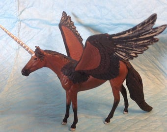 Peter Stone Chip 1:32 Scale Winged Unicorn Pegasus