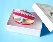 Little Clam Brooch with Box #11 (magenta) - sea creature felt miniature plush pin biology nature ocean toy gift pink shell