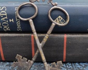 Antique Masonic Crossed Keys of the Treasurer