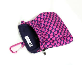 The Pocket 2.0 - Treat and Training Pouch - Houndstooth Pink and Navy Scotties