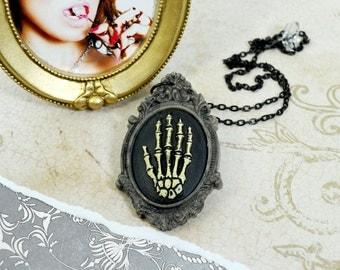 VINTAGE SPOOKY  - Skeleton Hand Gray Cameo Jewel Pendant Necklace