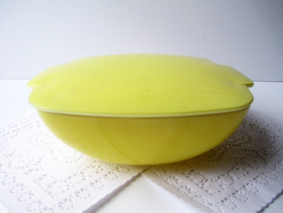 Vintage Pyrex Yellow Hostess Square Bowl and Lid 50s - Mid Century Kitchen