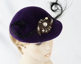 Vintage 1950s Hat Purple Velour Feathered Beret 21.5