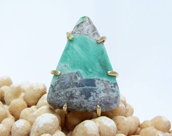 Variscite Ring, green stone ring, natural stone, triangle shaped, hand cut cabochon, prong set, ring size 7