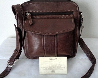 Fossil thick grain buttery soft leather messenger  bag, cross body, mailman bag, purse organizer brown, silver fob  Mint vintage condition