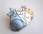 Three cats cattatude pin brooch in metallics