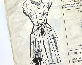 1950s Vintage Sewing Pattern - Sweetheart Neckline Dress with Flared Skirt and Patch Pockets /  Patt-O-Rama 8125 / Bust 38