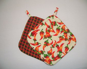 Chili Peppers, Quilted Potholders, Insulated Pot Holders, Set of 2 Hot Pads, Trivets, Red and Green, For the Cook, For the Kitchen
