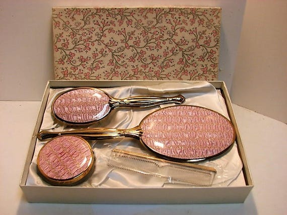 Pink Quilted & Brass Vintage Dresser Vanity Set in Original Box, 1950s Like New Condition, Hair Brush Comb Mirror Jar Set
