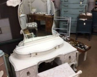 Creamy White Depression Vanity with Bench