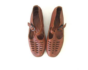 Brown Woven Leather Moccasins Tstrap Sandals Summer Flats Vintage Spring 1990s Huaraches Preppy shoes Women size 8.5 Wide