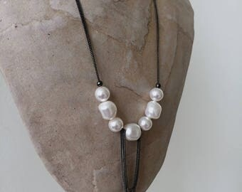 loop necklace white