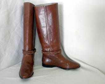 Sz 7.5 Vintage tall brown leather 1980s Women flat riding boots.