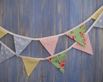 Small Classic Bunting. Shabby Chic Bunting // Cotton Bunting // Floral Bunting // Wedding Decor // Party Bunting // Handmade Bunting.