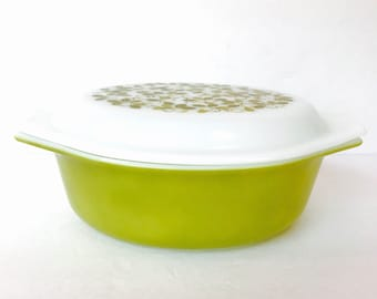Vintage Pyrex covered dish, vintage Pyrex ovenware, avacado green Pyrex, 1.5 qt. Covered Pyrex dish