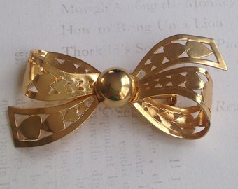 Darling Vintage HEART Bow BROOCH / Goldtone BOW Brooch with Heart Cut Out Design / Bow Pin