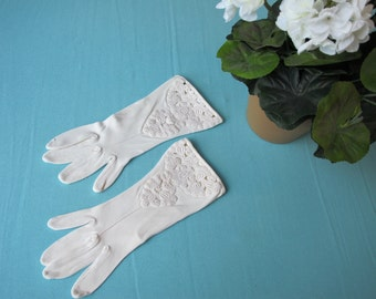 c.1960 Gloves Heavy Venetian Embroidery White Knit Wrist Kayser 7 Made in Canada