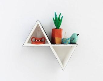 Mini Triangle Shelf - dollhouse miniature furniture artisan, 1:12 scale, mini modern home decor, hanging dollhouse shelf