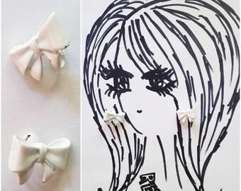Precious Vintage 50s 60s White Enamel Bow Clip On Earrings